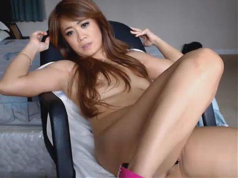 Hot Asian Mom Masturbating in Webcam
